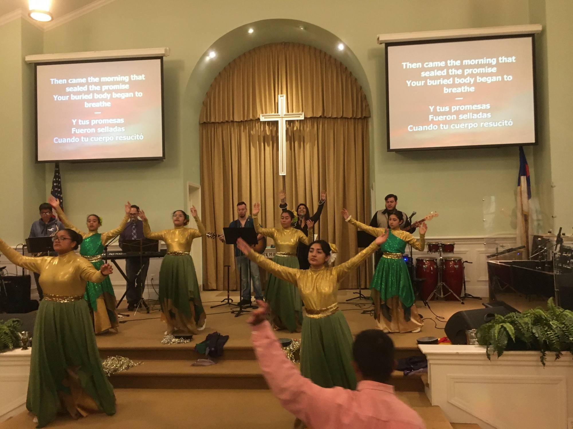 Servicio de Adoración Bilingüe de Toda la Iglesia